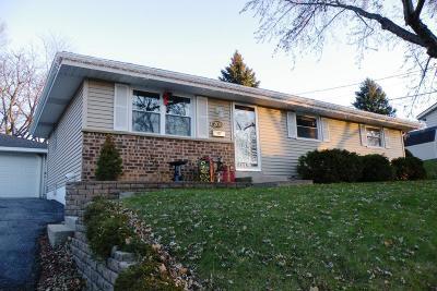 Waukesha Single Family Home For Sale: 209 Jasper Lane