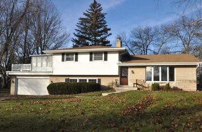 Brookfield Single Family Home Active Contingent With Offer: 765 Maple Ridge Ln