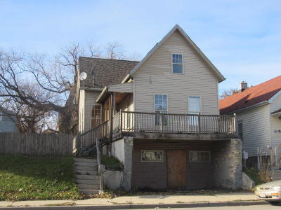 Milwaukee County Single Family Home For Sale: 2549 N Holton St