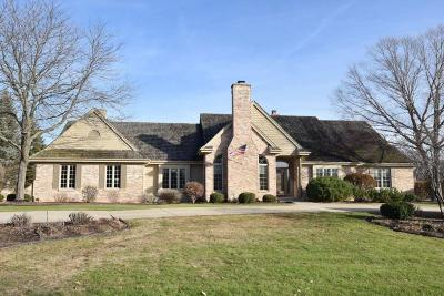 Brookfield Single Family Home Active Contingent With Offer: 3550 Chesterwood Dr