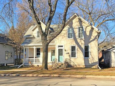 Cedarburg Single Family Home For Sale: W58n455 Hilbert Ave