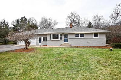 Mequon Single Family Home Active Contingent With Offer: 10225 N Greenview Dr