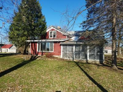 Single Family Home Active Contingent With Offer: S70w35196 Township Road X