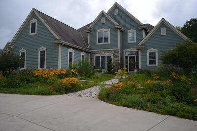 West Bend Single Family Home For Sale: 6035 Scenic Dr