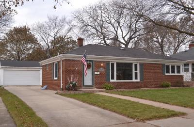 Racine Single Family Home Active Contingent With Offer: 720 Indiana St