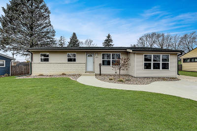 West Bend Single Family Home For Sale: 634 Pleasant Dr