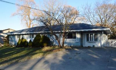 Pleasant Prairie Single Family Home For Sale: 10130 11th Ave