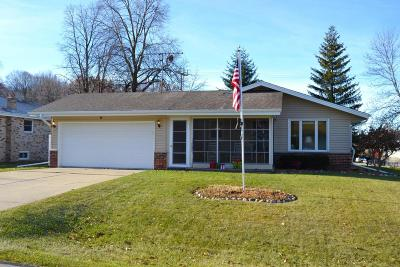 Slinger Single Family Home For Sale: 505 Highview Dr