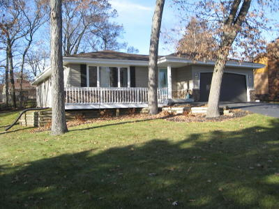 Hartland Single Family Home Active Contingent With Offer: 729 Mansfield Cir