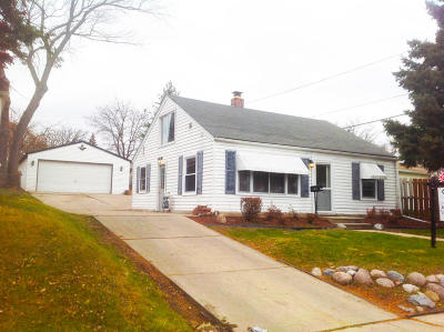 Kenosha Single Family Home For Sale: 6012 46th Ave