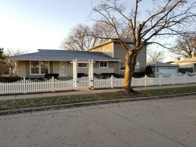 Kenosha Single Family Home For Sale: 4901 56th St