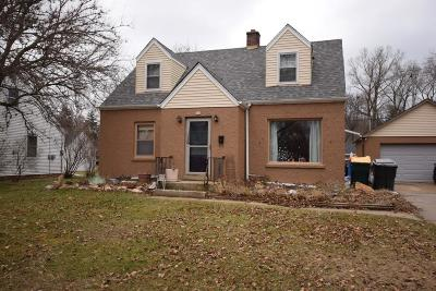 West Bend Single Family Home For Sale: 924 High St