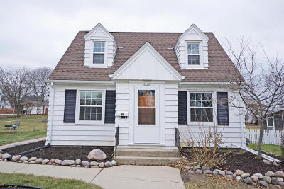 West Allis Single Family Home For Sale: 2863 S 91st St