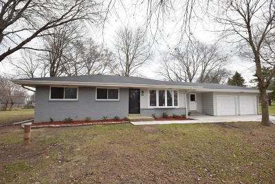 New Berlin Single Family Home For Sale: 3960 S Elm Dr