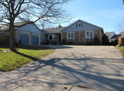 West Bend Single Family Home For Sale: 1026 Cottonwood Ct