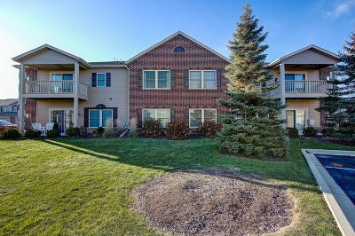 Muskego Condo/Townhouse Active Contingent With Offer: W162s7032 Olive Cir