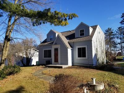 Grafton Single Family Home For Sale: 468 Riverview Dr