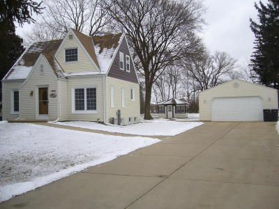 New Berlin WI Single Family Home For Sale: $234,900