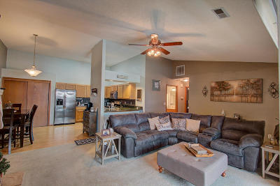 Pewaukee WI Condo/Townhouse For Sale: $176,000
