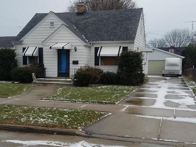 Kenosha Single Family Home For Sale: 7521 33rd Ave
