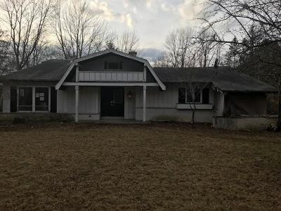 Mequon Single Family Home For Sale: 11541 N Laguna Dr