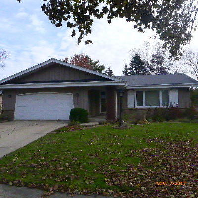 West Bend Single Family Home For Sale: 1809 Woodridge Rd