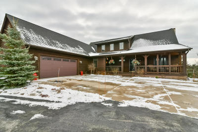 West Bend Single Family Home For Sale: 7743 Tomahawk Dr