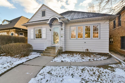 Shorewood Single Family Home For Sale: 1409 E Kenmore Pl