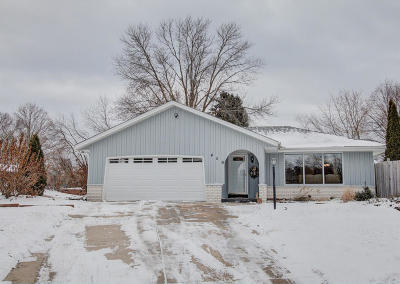 Single Family Home Active Contingent With Offer: 409 Drake Ct