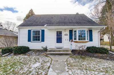 Ozaukee County Single Family Home Active Contingent With Offer: 211 W Jefferson St