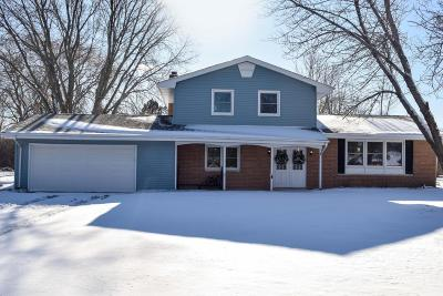 Mequon Single Family Home Active Contingent With Offer: 929 W El Patio Ln