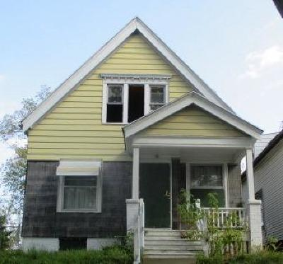 Milwaukee Single Family Home For Sale: 2806 N 33rd St