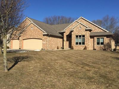 Single Family Home For Sale: 4904 River Heights Dr
