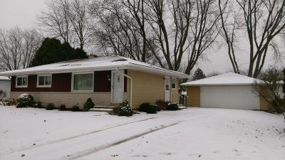 Ozaukee County Single Family Home Active Contingent With Offer: 321 W James Dr