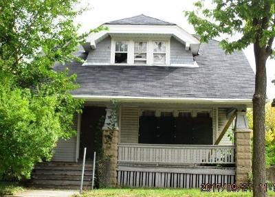 Milwaukee Single Family Home Active Contingent With Offer: 2502 N 40th St