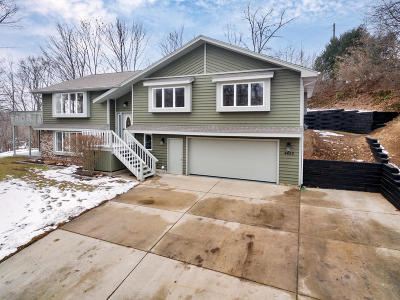 Slinger Single Family Home Active Contingent With Offer: 4650 Edgewood Dr