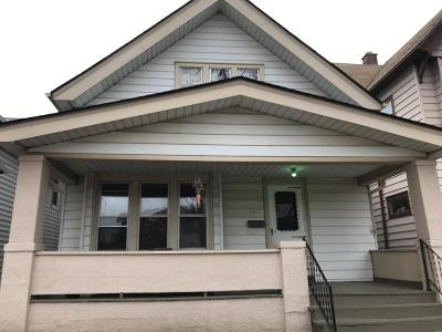 Milwaukee Single Family Home Active Contingent With Offer: 2065 S 31st St