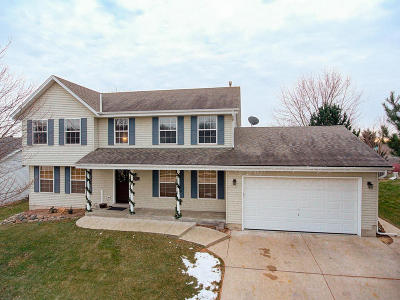 Waukesha Single Family Home Active Contingent With Offer: 2831 Sandra Ln