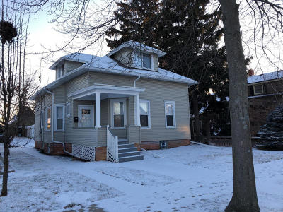 South Milwaukee Single Family Home Active Contingent With Offer: 817 Michigan Ave
