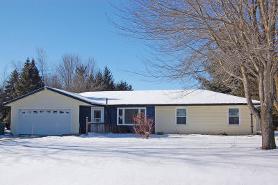 Slinger Single Family Home Active Contingent With Offer: 4113 Bonmaur Ter