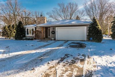 Single Family Home Active Contingent With Offer: 1209 Maclean Rd