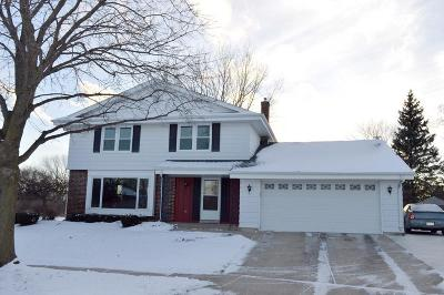 Kenosha Single Family Home Active Contingent With Offer: 8214 61st Ave