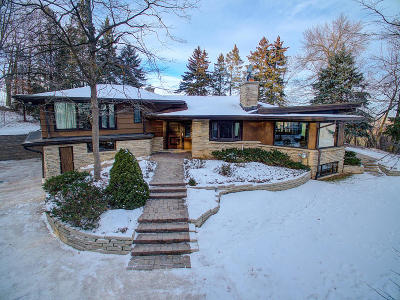 Mequon Single Family Home Active Contingent With Offer: 10412 W Sunset Woods Ln