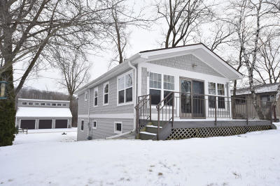 West Bend Single Family Home Active Contingent With Offer: 3822 Birchview Rd