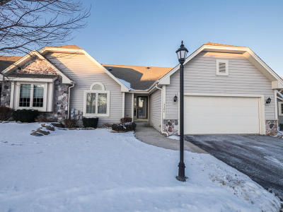 Waukesha Condo/Townhouse Active Contingent With Offer: 3304 Tara Hill Ct