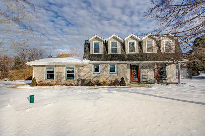 Waukesha Single Family Home For Sale: S52w23659 Partridge Ln