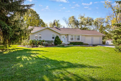 New Berlin WI Single Family Home Active Contingent With Offer: $269,900
