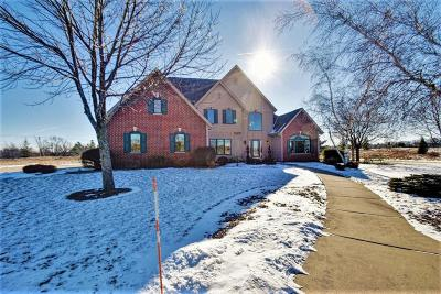 Ozaukee County Single Family Home Active Contingent With Offer: 1740 Creekridge Ct
