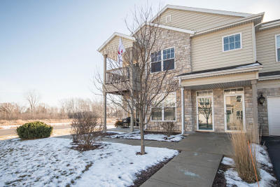 Pewaukee Condo/Townhouse Active Contingent With Offer: N17w26433 Meadowgrass Cir #B