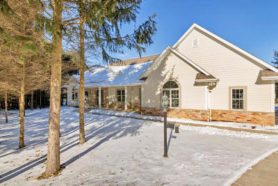 Single Family Home For Sale: 660 Pine Ter